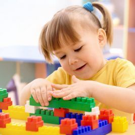 girl-playing-with-blocks