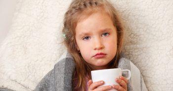 """Uzmanlar soğuk algınlığı, grip, bronşit gibi kış hastalıklarının çocuklarda daha sık görüldüğünü ifade ediyor. Temizlik kurallarına uymayan çocukların daha çok hastalandığını belirten uzmanlar, """"Çocuklara hijyen kuralları öğretilmeli ve aşıları aksatılmamalı."""" uyarılarında bulundu."""