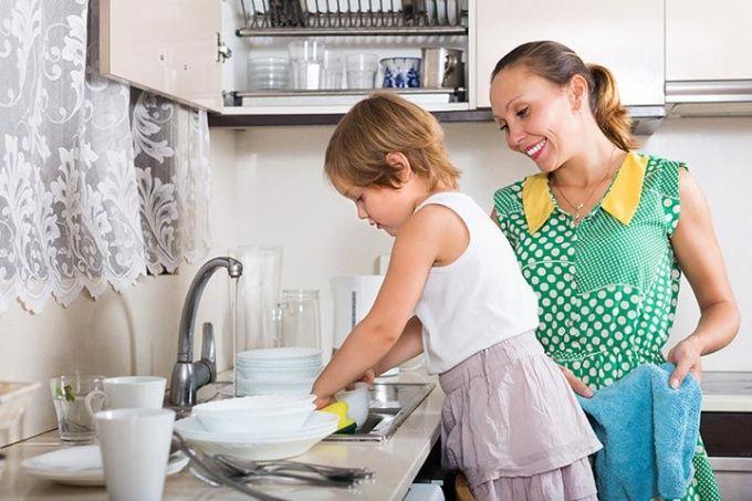 Image result for Uşaqlar ev işləri